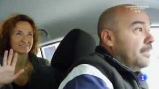 Entrevista al Taxista de Madrid con un coche eléctrico Nissan Leaf.