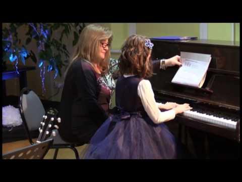 Ewa Gra Na Pianinie