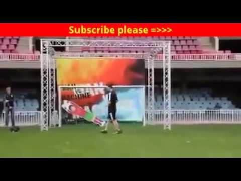 Messi vs Robot