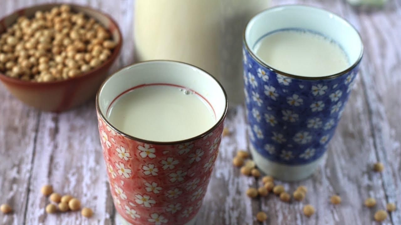 How to make soy milk (Sua dau nanh) - YouTube