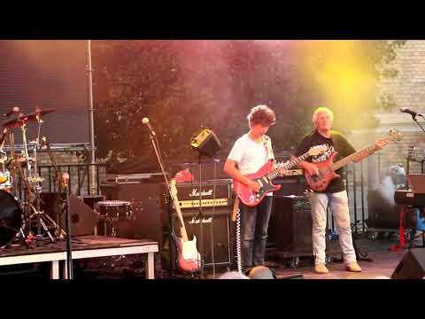 """MINI - Kell a barátság ('50 év Rock"""" koncert a Várkert Bazár Öntőház udvarán)"""