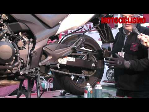 La manutenzione della catena della moto - Motociclismo