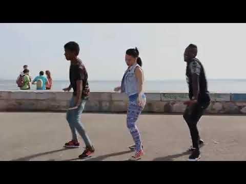 اجمل رقص رأيته  في  حياتي افريقي    روعة thumbnail