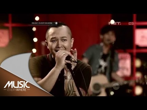 Piyu and Friends Feat The Frontmen  Sobat  at Music Everywhere *