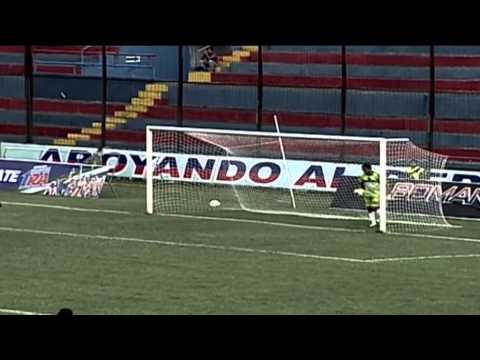 Terrible goalkeeper clearence - Deportivo Quevedo vs Deportivo Quito