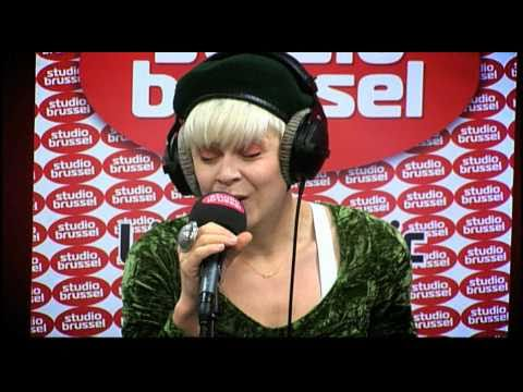 Studio Brussel: Robyn - Dancing on my own