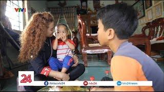 Cô gái Ba Na từ bỏ sự nghiệp ca hát để chăm sóc hai người con nuôi - Tin Tức  VTV24