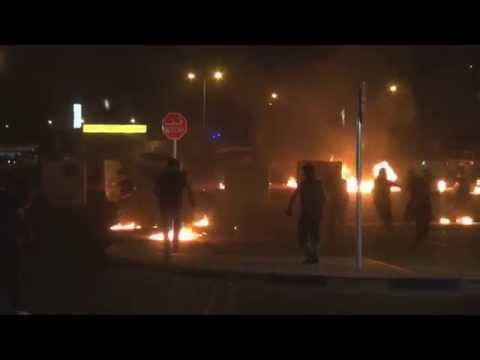 Bahrain : Angry demonstrators attacking riot police with fire in Sitra