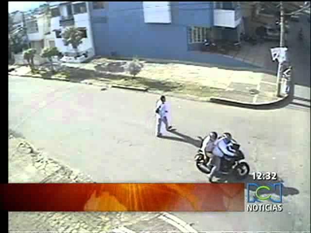 Cámara de seguridad grabó un caso de fleteo en la calle  RCN