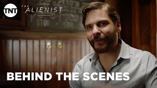 The Alienist: Birth of Psychology with Daniel Brühl - Season 1 [BEHIND THE SCENES] | TNT