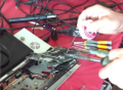Man VS Junk - Episode 2 Acer Netbook Dissection - Resetting the BIOS - Acer Aspire One Nightmare
