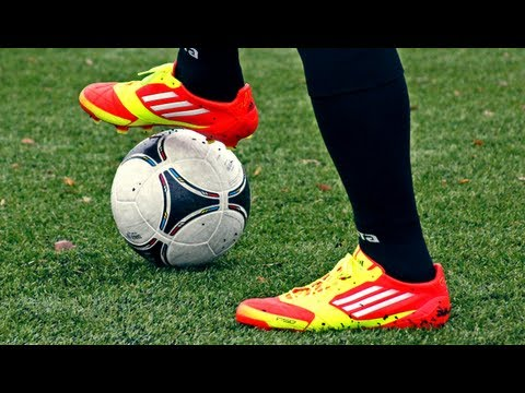 Review: Adidas F50 Adizero miCoach Bundle   How it works? iPhone/iPod/iPad Tutorial (english)
