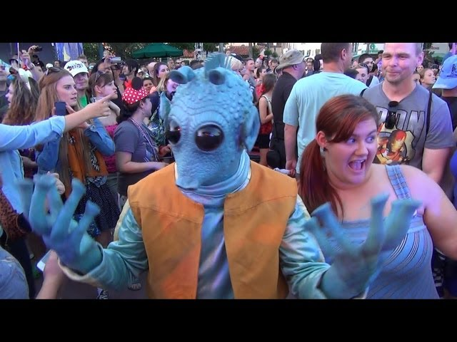 Star Wars May The 4th Be With You Dance Party: Jedi Mickey, Chewbacca, Greedo, Darth Goofy, DJ Lobot