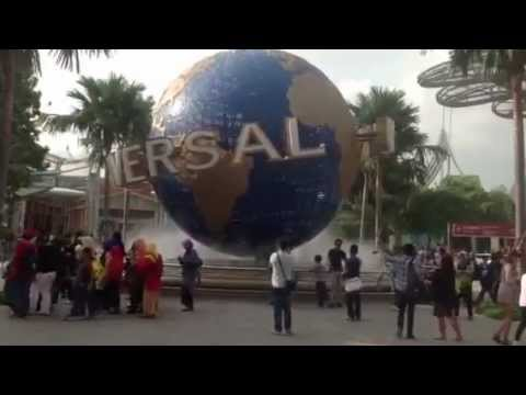 Universal Studios Singapore: Welcoming Universal Globe at the Entrance