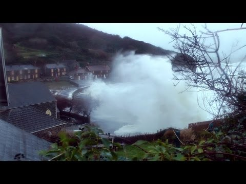 UK Storm 2014 - Storm floods Portholland