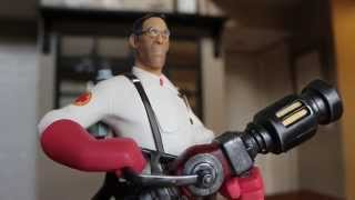 TF2 Red Medic Exclusive Statue Unboxing from Gaming Heads