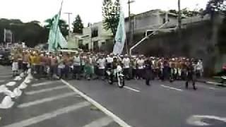 Bonde da Mancha Verde e TUP chegando no Pacaembu  - Corinthians x Palmeiras - 31_01_2010.avi