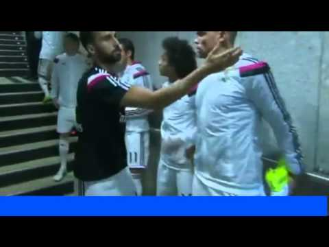 Arbeloa Avoid Shaking Hands To Iker Casillas !! Real Madrid 1 1 Atletico Madrid