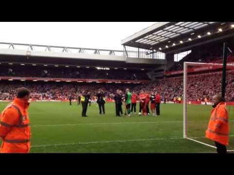 Pepe Reina says a emotional farewell to Andield at Liverpool All Stars Charity match