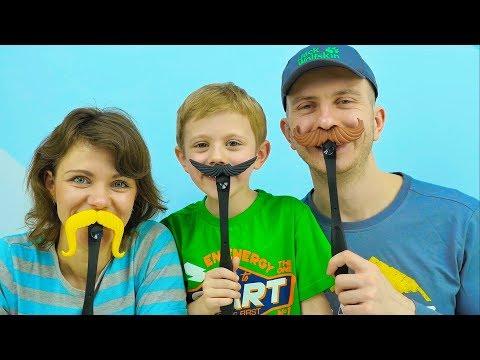 Весёлое видео для детей с игрой ШЛЁП УСЫ - Даник с мамой и папой играют вместе