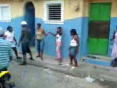 """En Pueblo Nuevo Stgo.""""pleito de haitianas"""""""