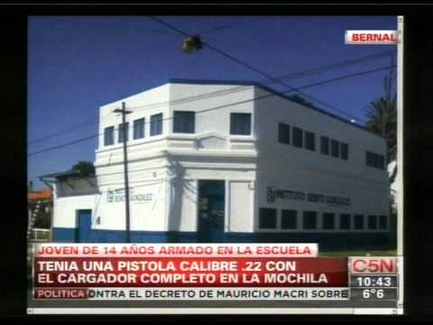 C5N - POLICIALES: UN ALUMNO FUE ARMADO A LA ESCUELA EN BERNAL (PARTE 1)