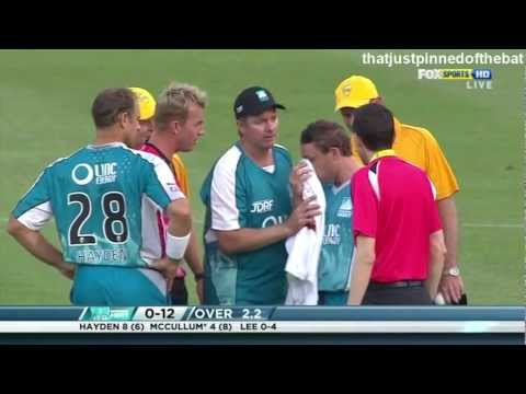 Brett Lee Bouncer Hits Brendon Mccullum On The Nose Kfc Twenty20 Big Bash video