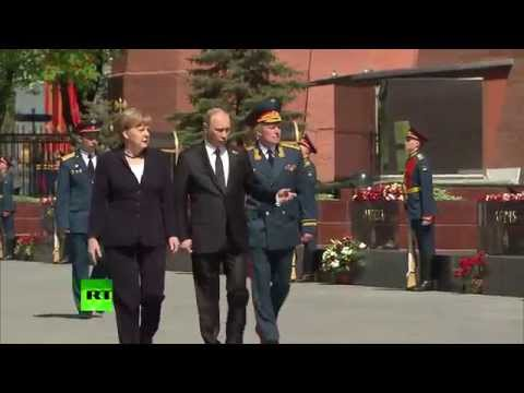 Putin, Merkel Lay Wreath at the Tomb of the Unknown Soldier in Moscow