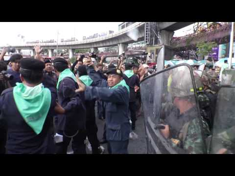 Bangkok (Thailande) 28-05-2014 Anti Coup d Etat protest turn in violent riot at Victory Monument