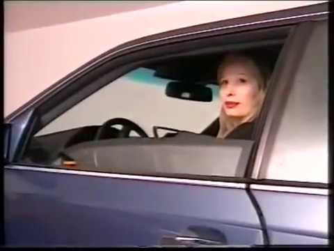 NiCOLETTA PACiARONI - ENTRATA IN MERCEDES Video