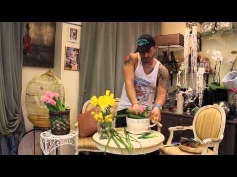 Домашняя флористика: композиция из цветов в чашке