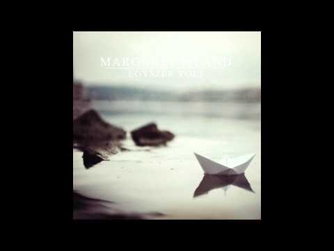 Margaret Island – Egy Lány Sétál A Domboldalon