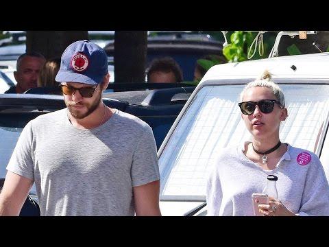 Miley Cyrus y Liam Hemsworth Vistos con Anillo, Boda Este Verano