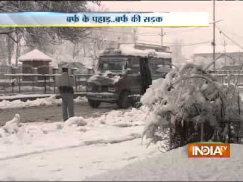 Heavy snowfall in Srinagar, tourists rushing towards the valley