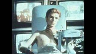 Watch David Bowie She Shook Me Cold video
