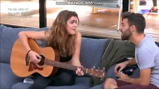 """Amaia y Agoney cantan una versión a dúo de """"Follame ya"""" en el sofa de OT 31-12-17 1 MB"""