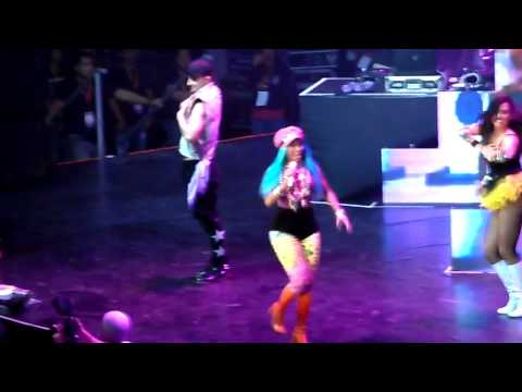 Super Bass - Nicki Minaj Live In Manila (pink Friday Tour) video