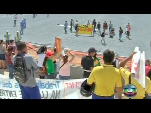 Protest disrupts Fifa World Cup stadium inspection in Brazil