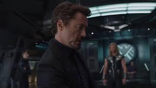 Quelluomo sta giocando a Galaga!  The Avengers 2012 ITA