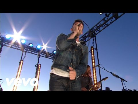 Maroon 5 - Harder To Breathe (VEVO Summer Sets)