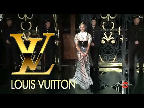 Louis Vuitton - Paris Fashion Week Fall 2011 / Winter 2012 Runway Show in Louvre