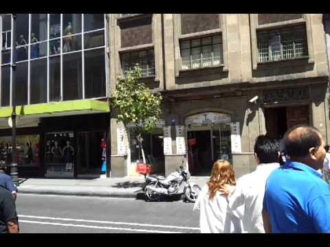 Temblor Mexico 20 marzo 2012 Edificios golpean entre si en el Centro Historico