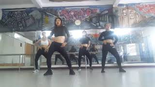 """"""" all about that bass"""" by smartie-wit-fon-Nhỏ #zumba City"""