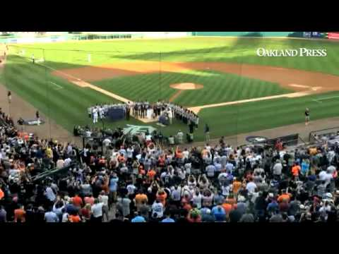 VIDEO: #Tigers honor retiring #Yankees shortstop Derek Jeter with pregame ceremony