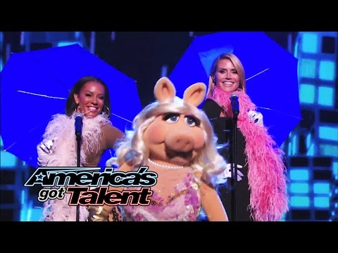 Heidi Klum, Mel B and Miss Piggy Sing