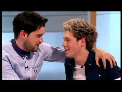 Niall Horan Shows His Bum/Ass & Gets A Tattoo