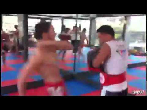 50 Kicks In 22 Seconds / Insanely fast Thai Kickboxer Image 1
