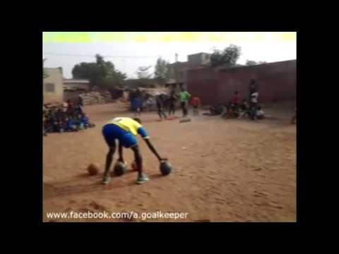 唏噓!非洲足球小孩的訓練