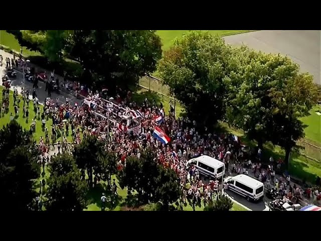 Croatia World Cup team get hero's welcome in Zagreb