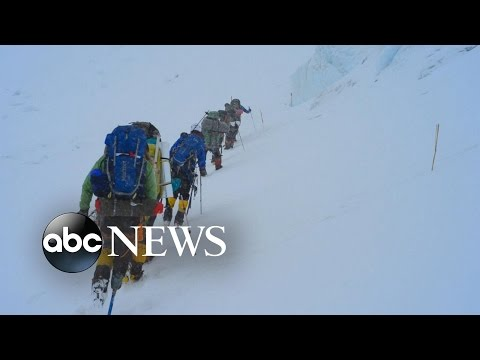 US Veterans Race to Achieve Record Mt Everest Climb